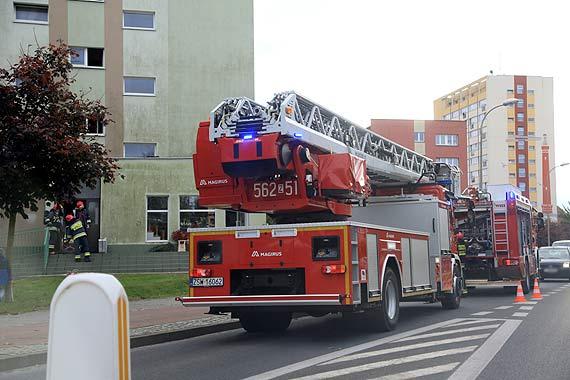 Dym w bloku na Matejki! 2 zastępy straży pożarnej w akcji