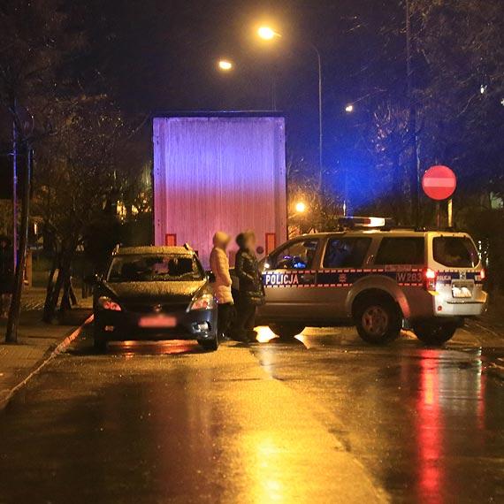Nieprawidłowe omijanie było przyczyną uszkodzenia zaparkowanego auta
