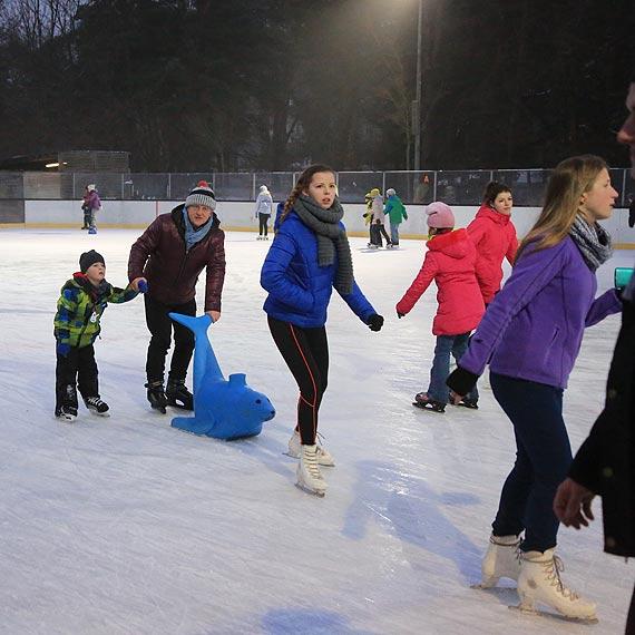 Czytelnik pyta o godziny otwarcia lodowiska w Heringsdorfie