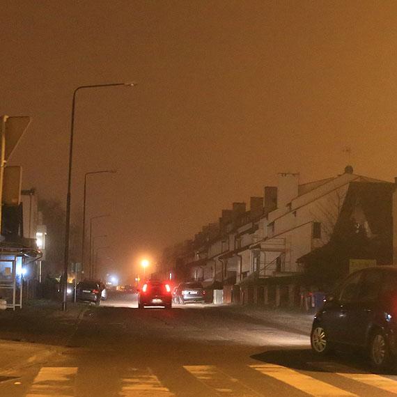 Ciemność ogarnęła ulicę Markiewicza. Mieszkańcom przydadzą się latarki!