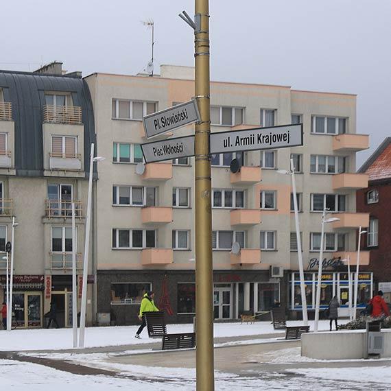 """Powyginane znaki """"zdobią"""" centrum miasta"""