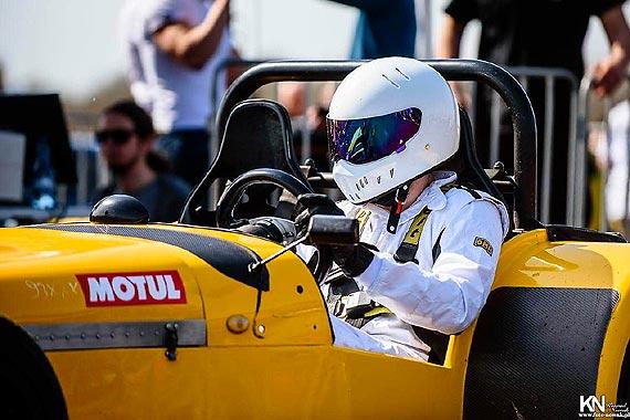 Zespół Adama Gutkowskiego zadebiutował w wyścigach samochodowych!. Zobacz filmy!