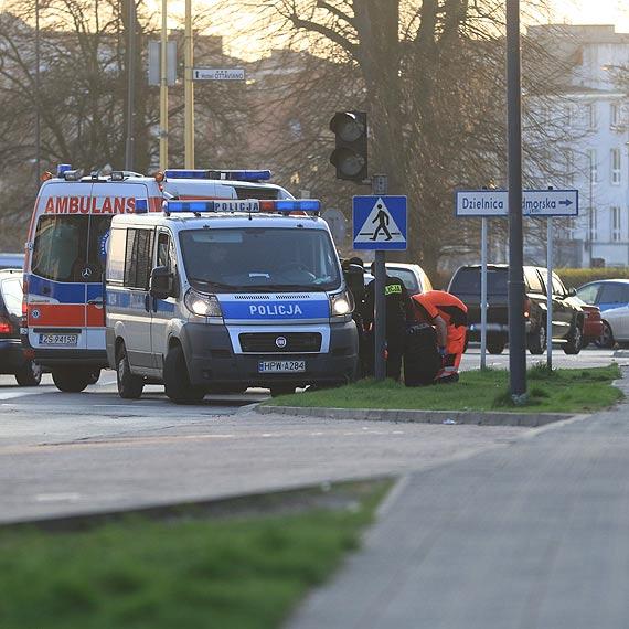 Policjanci wraz z ratownikami medycznymi ratowali mężczyznę!