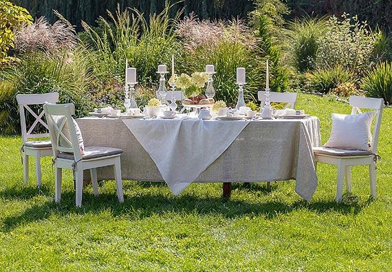 Przyjęcie komunijne w domu lub ogrodzie? Zobacz, jak udekorować stół