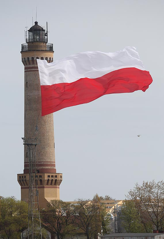 2 maja na latarni morskiej zawiśnie największa polska flaga na świecie!