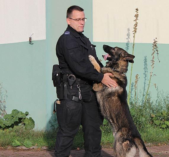 Policyjny pies patrolowo- tropiący odnalazł zaginionego mężczyznę