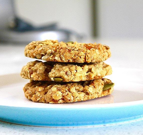 Zdrowe przekąski - Bakaliowe ciasteczka owsiane dla małych i dużych łasuchów– upiecz razem z dzieckiem – to świetna zabawa!
