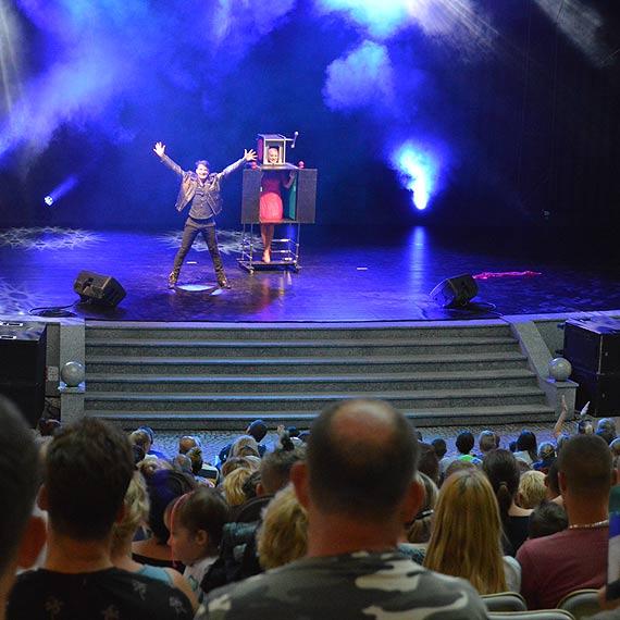 Magia zawładnęła amfiteatrem w Świnoujściu! Wszystko za sprawą Teatru Magii Macieja Pola!