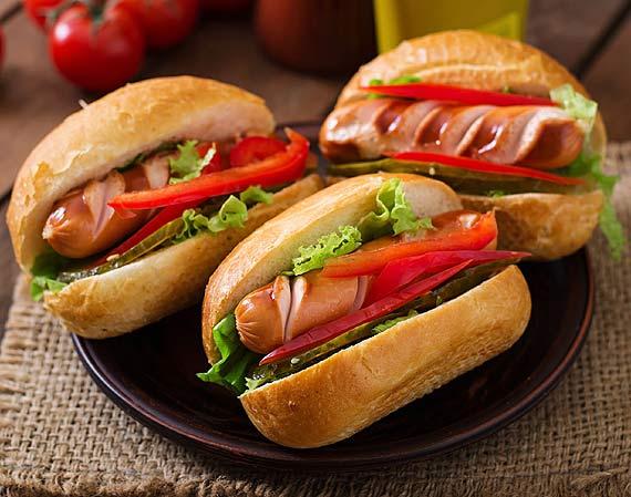 """Domowy hot dog ze śląskim akcentem """"Żymła z wusztem"""""""