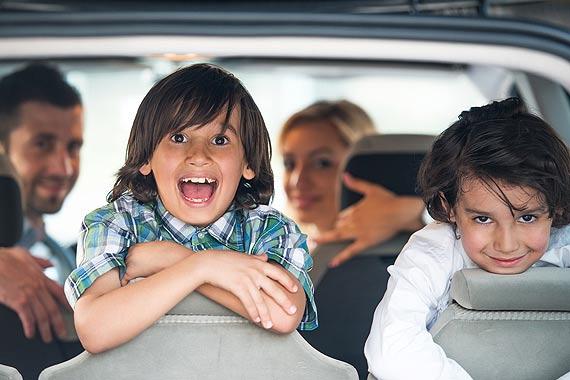 Spędzasz z dzieckiem dużo czasu w samochodzie? Oto 5 sposobów na poskromienie nudy podczas podróży!