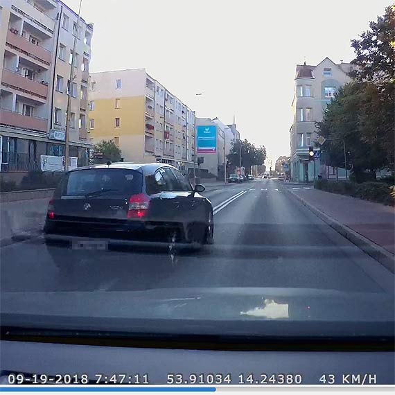 Kierowca: On w końcu kogoś zabije... Wyprzedzał przed przejściem dla pieszych, na które zaraz weszły dzieci!