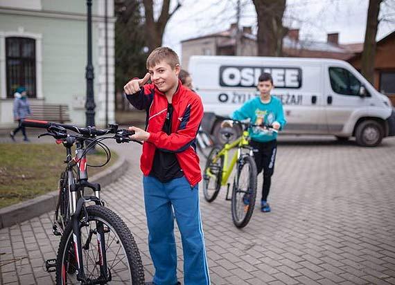 """Fundacja OSHEE przekazuje 44 tysiące złotych na akcję """"Sprzęt sportowy dla Domów Dziecka"""""""