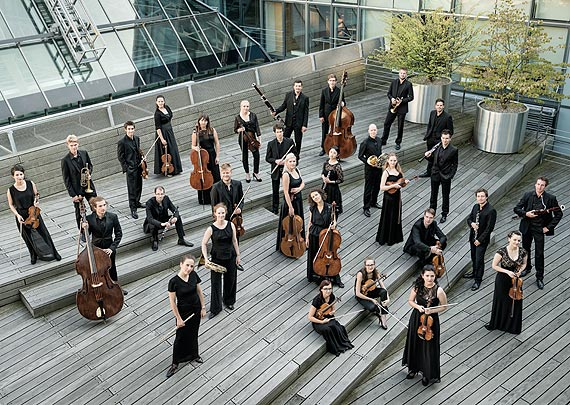 Orkiestra bez dyrygenta: c/o chamber orchestra debiutuje na wyspie Uznam w czwartek, 11-go października w Miejskim Domu Kultury w Świnoujściu