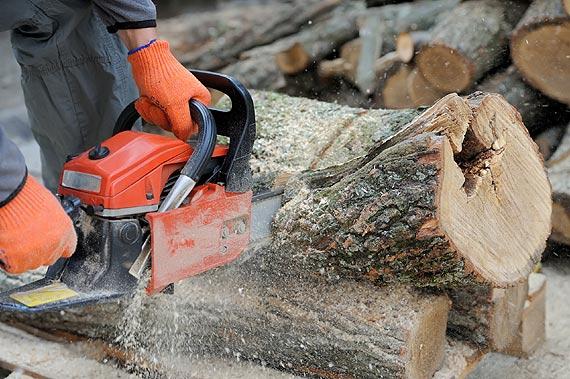 Zimowe wieczory przy kominku - czyli jak przygotować drewno na opał