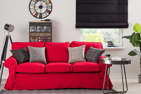 Magia dodatków – zobacz, jak poduszki odmienią Twoją sofę
