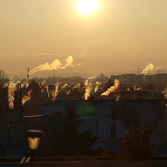 """Program """"Czyste Powietrze"""": Miliardy na wymianę źródeł ciepła, fotowoltaikę i termomodernizację domów już od połowy września!"""