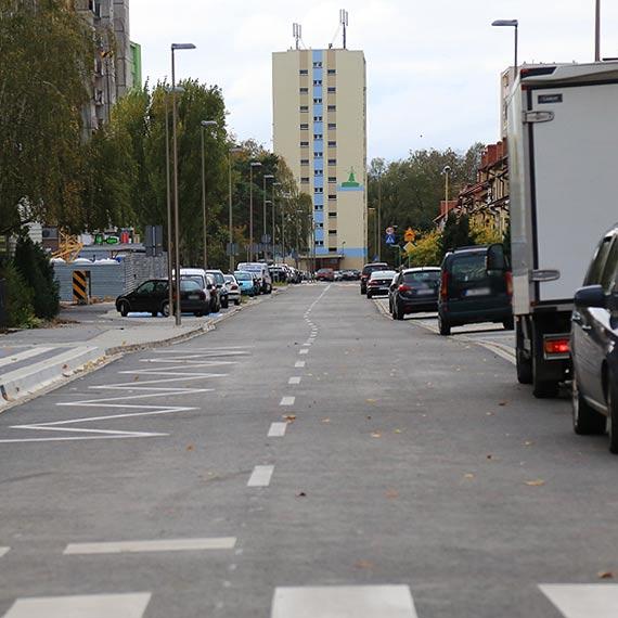 Mieszkańcy narzekają na nierówności na świeżo wyremontowanej ulicy Markiewicza. Urząd odpowiada