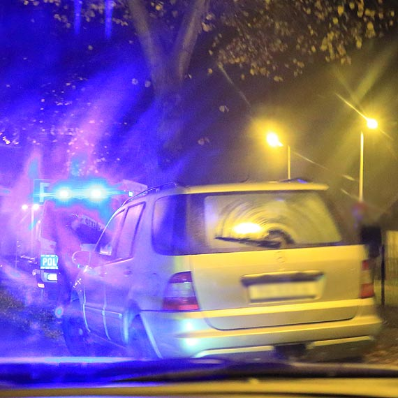 Kobieta została potrącona przez samochód osobowy