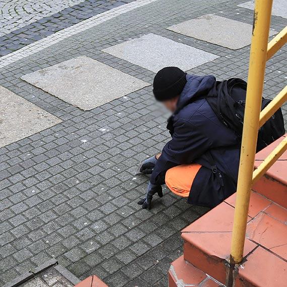 Wyrzucając gumę na chodnik, dajesz pracę naszym sąsiadom z Ukrainy