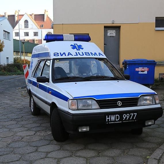 Ma ponad 20 lat i dalej dzielnie służy! Z retro ambulansu korzystają strażnicy graniczni