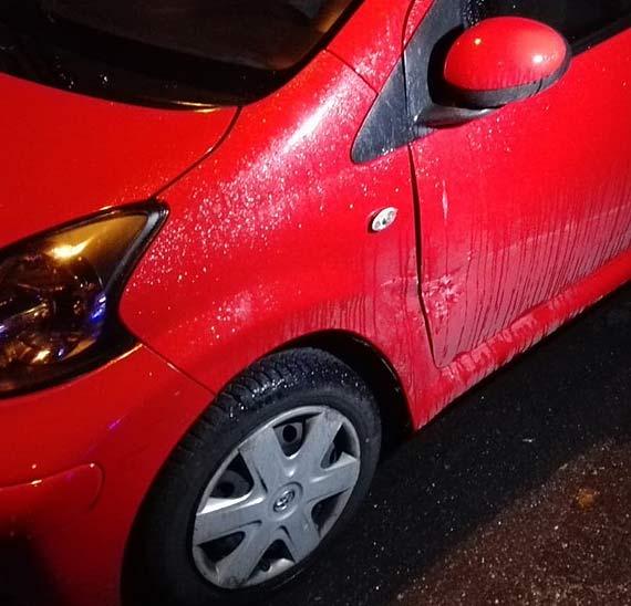 Sprawca uszkodzenia auta proszony jest o kontakt!