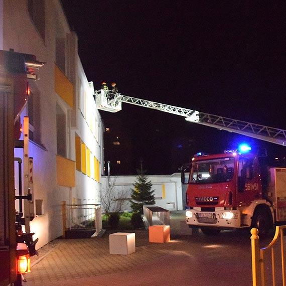 Gorąca noc świnoujskich strażaków. Wiatr szarpał drzewa, budynki i linie energetyczne