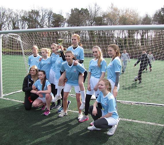 Piłkarskie zmagania świnoujskich szkół średnich dziewcząt i chłopców oraz szkół podstawowych dziewcząt i chłopców w ramach Mistrzostw Miasta Świnoujście