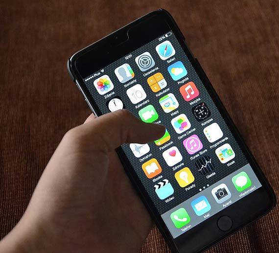 Rzeczywistość z perspektywy smartfona – nowy raport NASK o nastolatkach w Internecie