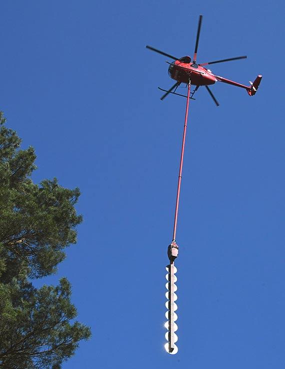Helikopter piła nad wyspą Wolin. Zielone korytarze wycinane z chirurgiczną precyzją. Zobacz filmy!