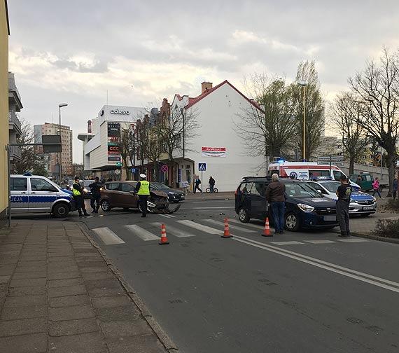 Na skrzyżowaniu zderzyły się dwa samochody