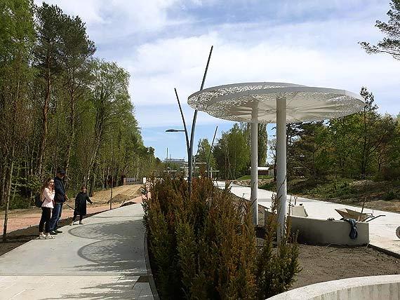 Szukamy cienia. Po co są te parasole? Czy my żyjemy na równiku?