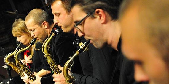 Silesian Jazz Orchester zachwyciła publiczność przy promenadzie . Dziś muzyków z Wrocławia można podziwiać na dworcu w Heringsdorf