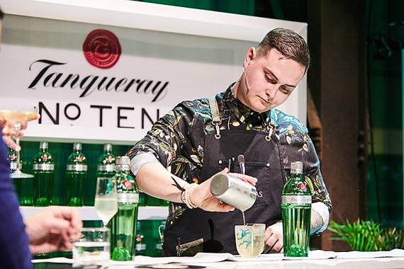 Maciej Mazur ze Świnoujścia w piętnastce najlepszych barmanów świata Statuetka World Class Competition 2019 dla Singapuru