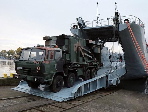 Transport Radiotechników przez siły 8.FOW