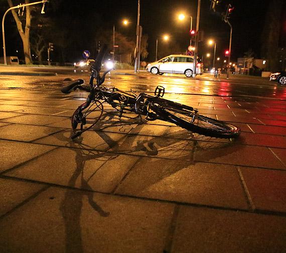 Zderzenie na skrzyżowaniu i nietypowe zachowanie rowerzysty