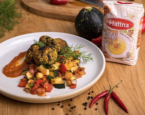 Przepis kulinarny marki Halina Klopsiki z czerwonej soczewicy z ratatouille i sosem pomidorowym