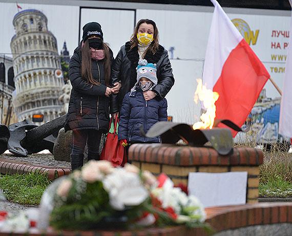 Dzisiaj mija 28 rocznica zatonięcia Heweliusza. Dla rodzin ofiar to nadal bardzo trudny dzień, pełen smutku i bólu. Zobacz film!