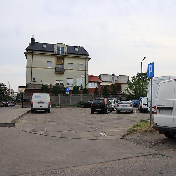 Czytelnik: Parking, który uszkadza samochody!