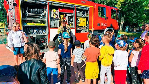 Strażacy spotkali się z przedszkolakami