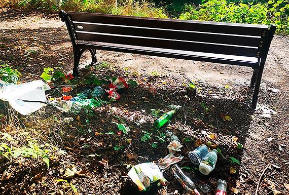 Mieszkaniec - Zabytkowa fosa zamienia się w śmietnik