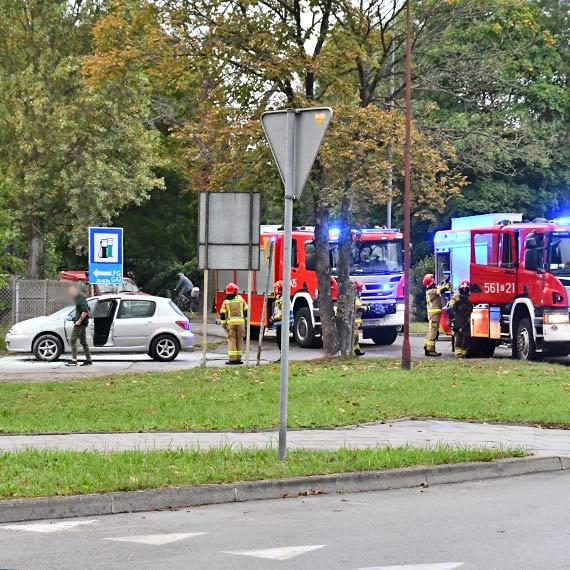 Pożar auta przed stacją paliw przy Nowokarsiborskiej