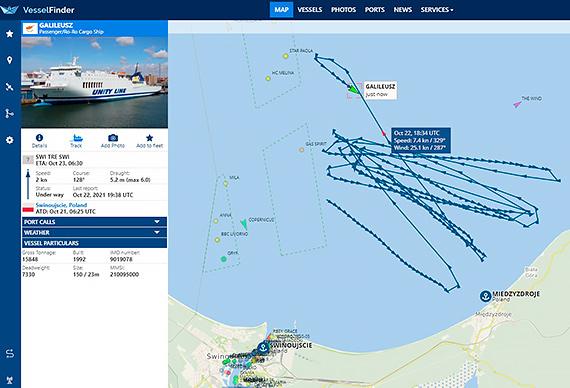 Prom Unity Line krąży po morzu na wysokości Międzyzdrojów